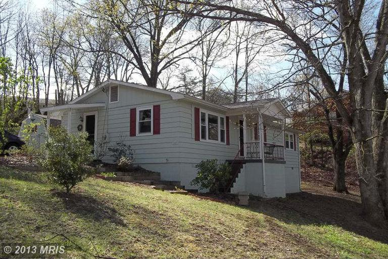 70 Douglas Ln, Berkeley Springs, WV 25411