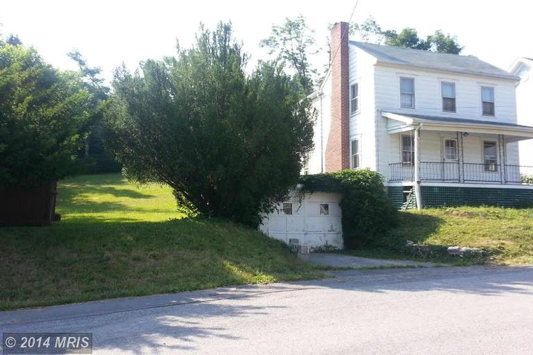 253 S Laurel Ave, Berkeley Springs, WV 25411
