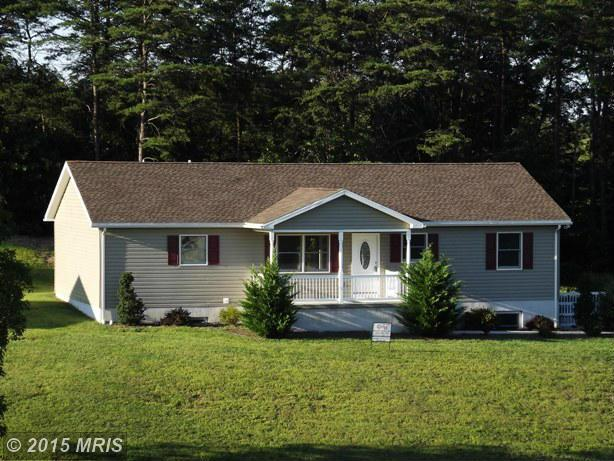 31 Petunia Ln, Berkeley Springs, WV 25411