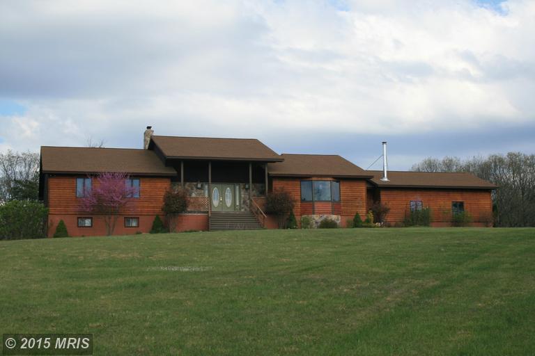 1167 Pine Grove Rd, Berkeley Springs, WV 25411