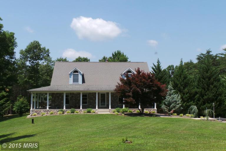 8955 Cacapon Rd, Great Cacapon, WV 25422