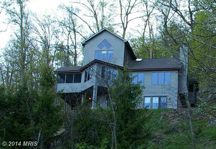 621 Bobcat Dr, Berkeley Springs, WV 25411