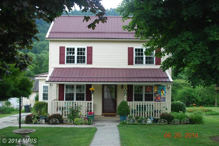 749 Harrison Ave, Berkeley Springs, WV 25411