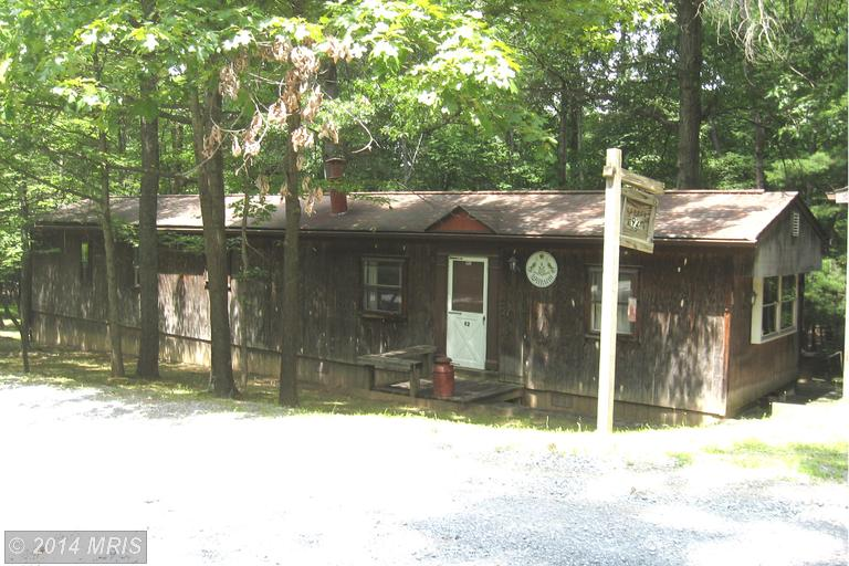 92 Funk Ln, Berkeley Springs, WV 25411