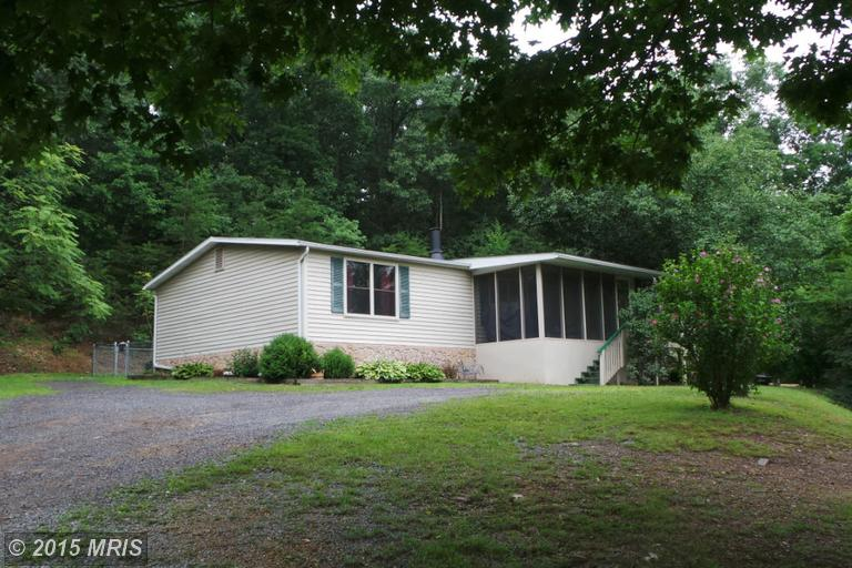 2048 Tabor Rd, Berkeley Springs, WV 25411