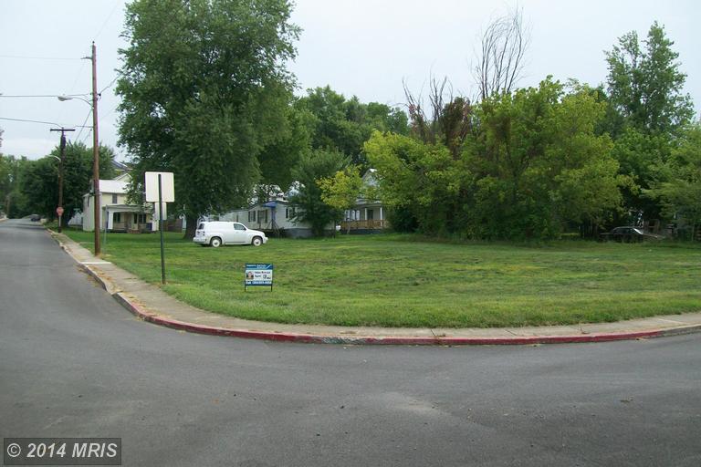 Potomac St, Paw Paw, WV 25434
