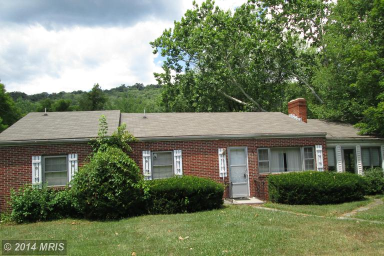1378 Valley Rd, Berkeley Springs, WV 25411