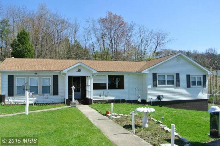 19 Greenway Dr, Berkeley Springs, WV 25411