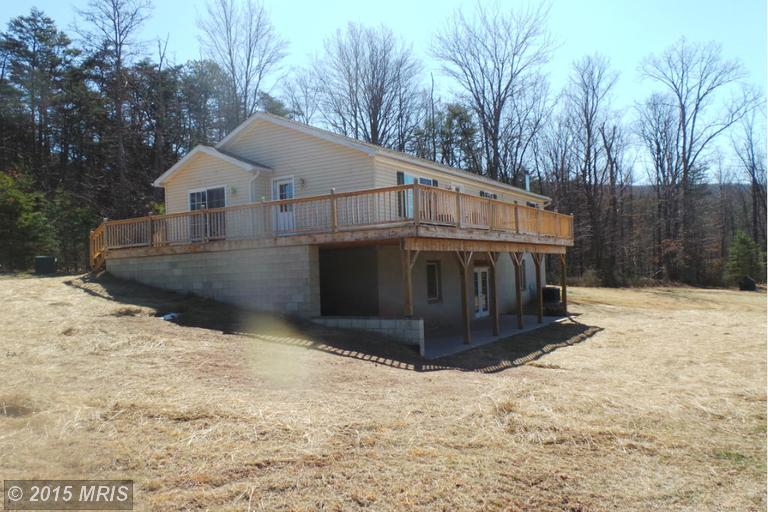 758 Posey Hollow Ln, Berkeley Springs, WV 25411