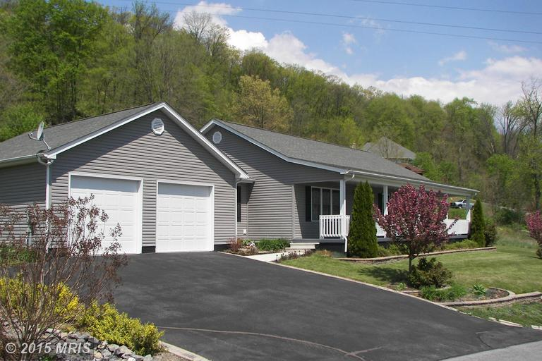 241 Southridge Dr, Berkeley Springs, WV 25411