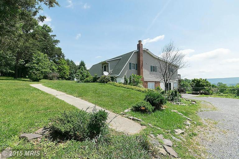 369 Clements Mountain Ln, Berkeley Springs, WV 25411