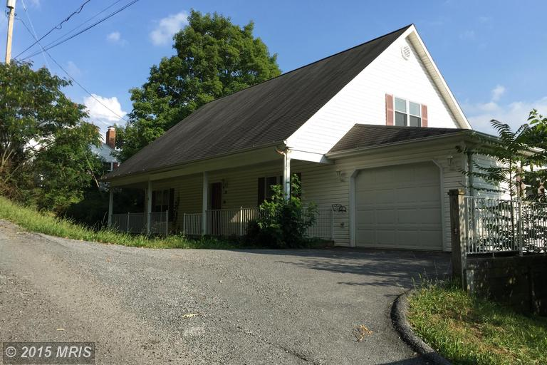 30 Webster St, Berkeley Springs, WV 25411
