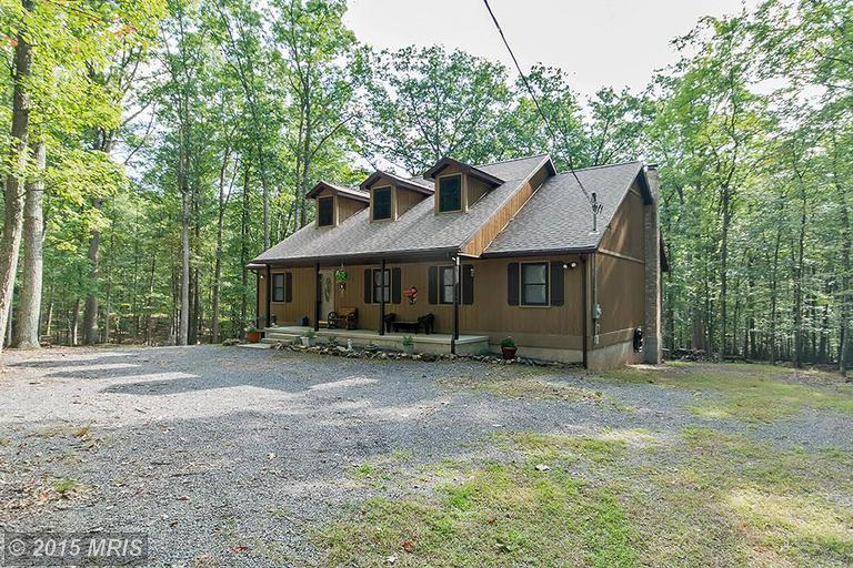 252 Honey Locust Ln, Great Cacapon, WV 25422