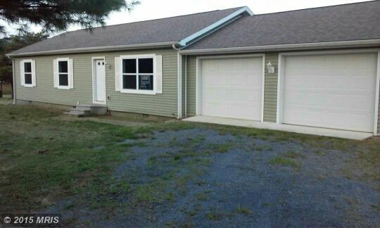 44 Cedar Point Ln, Great Cacapon, WV 25422