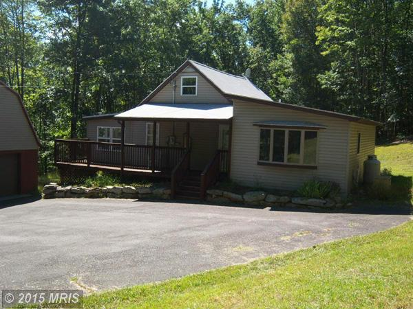 455 Roberts Ln, Great Cacapon, WV 25422