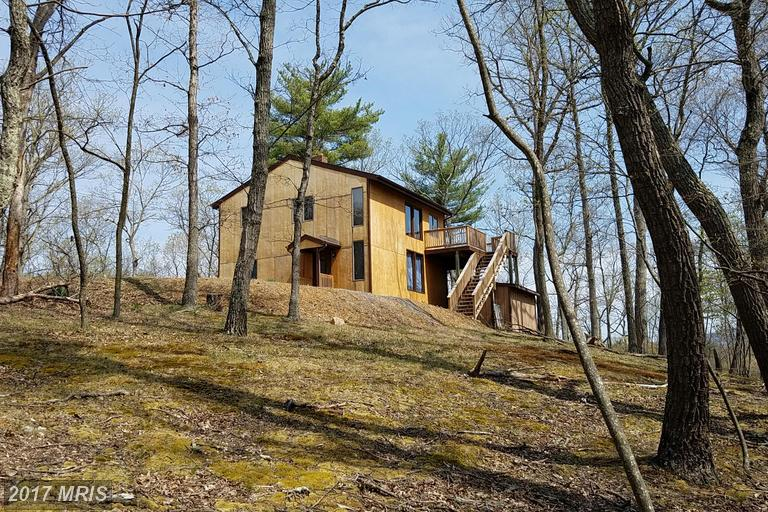 826 Pioneer Trl, Great Cacapon, WV 25422