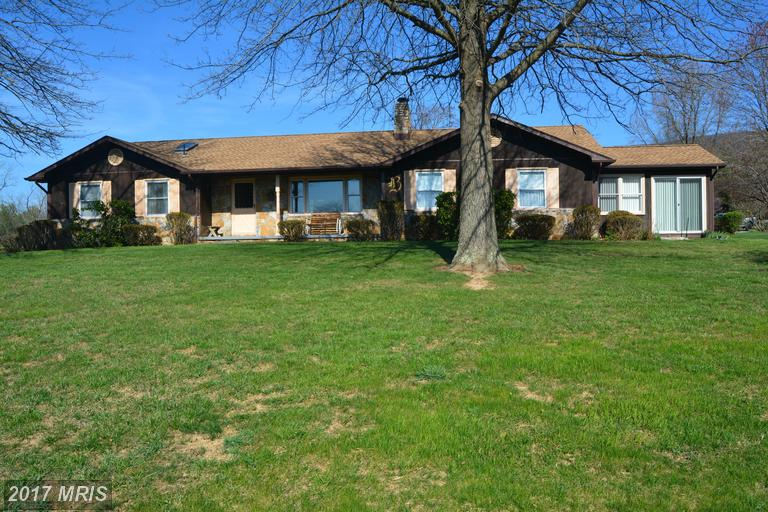 92 Cloverleaf Ct, Berkeley Springs, WV 25411