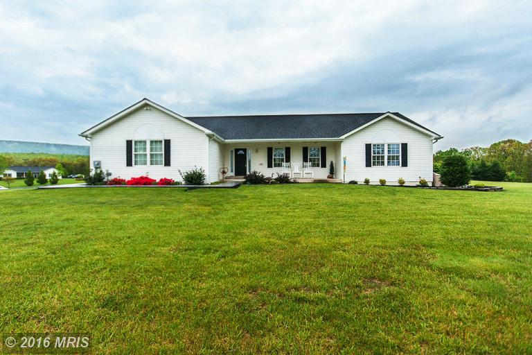 22 Flosway Ln, Berkeley Springs, WV 25411