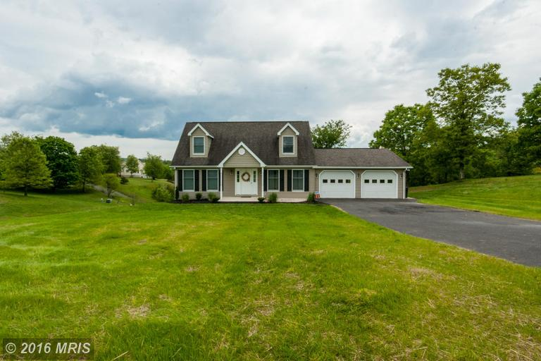 300 Ridgeview Dr, Berkeley Springs, WV 25411