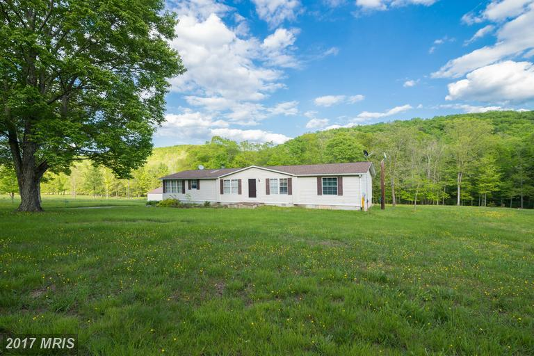 1389 Creek Rd, Berkeley Springs, WV 25411