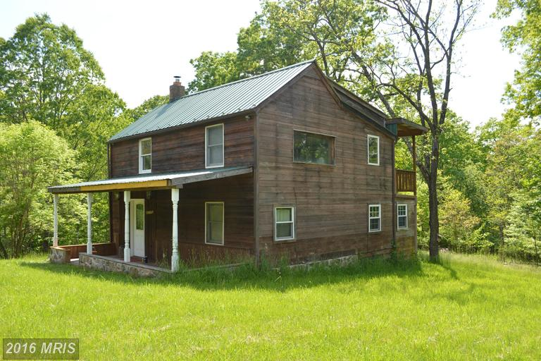 471 Shades Ln, Berkeley Springs, WV 25411