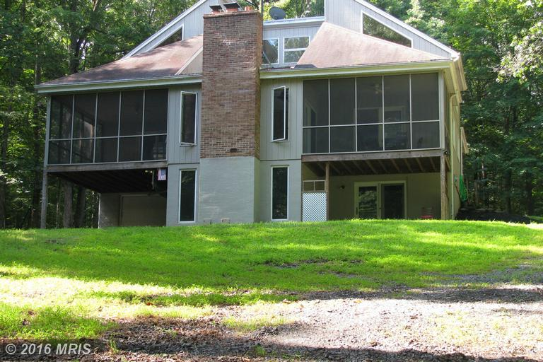 723 Amberwood Ln, Great Cacapon, WV 25422