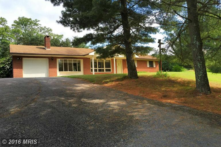 22 Grove Heights Rd, Berkeley Springs, WV 25411