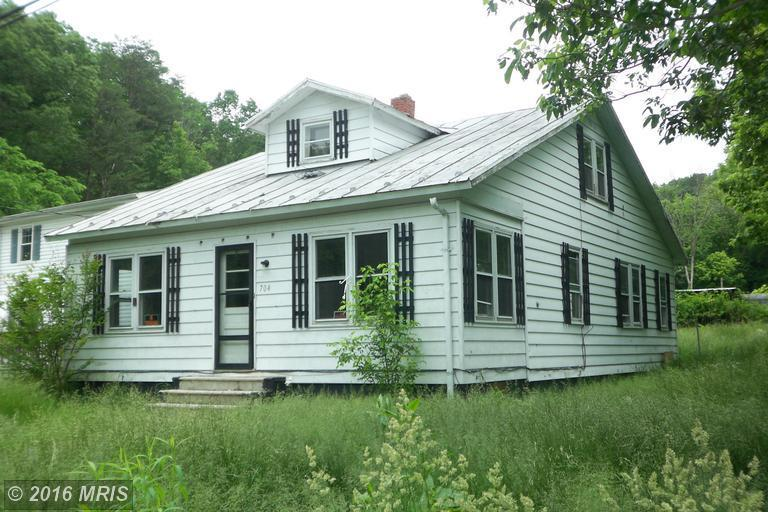 704 Winchester St, Paw Paw, WV 25434