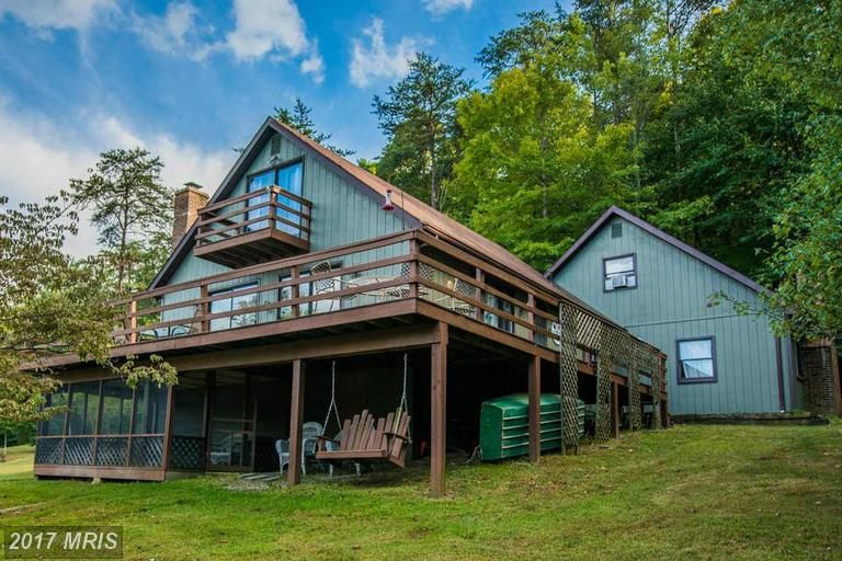 325 Amberwood Ln, Great Cacapon, WV 25422