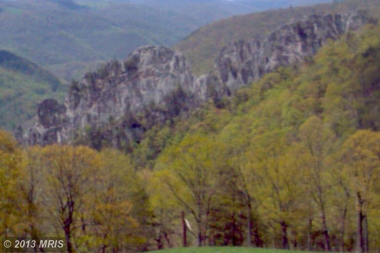 175 acres in Seneca Rocks, West Virginia