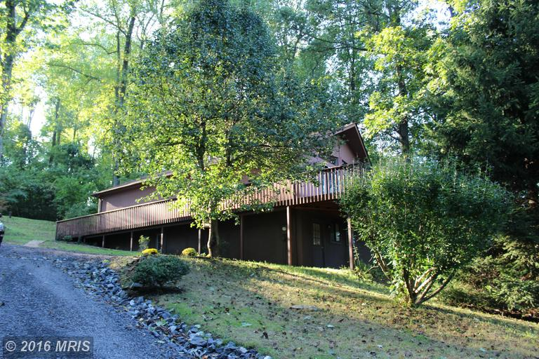 144 Skyway Ln, Chester Gap, VA 22623
