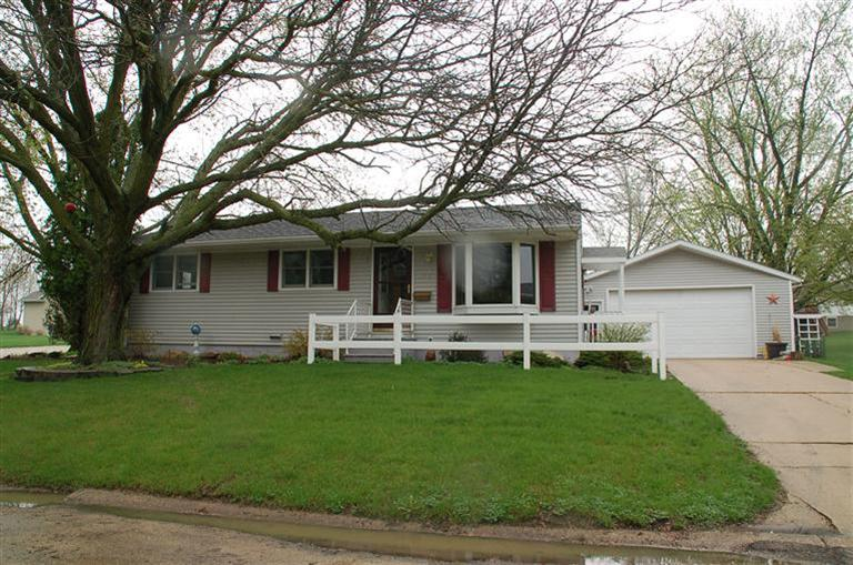 825 7th Ave NE, Oelwein, IA 50662