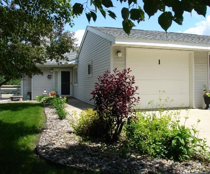 704 Clearview Dr # UNIT: 1, Decorah, IA 52101