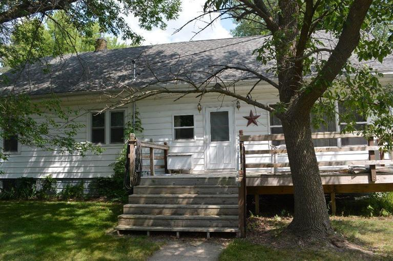 309 8th Ave SW, Oelwein, IA 50662