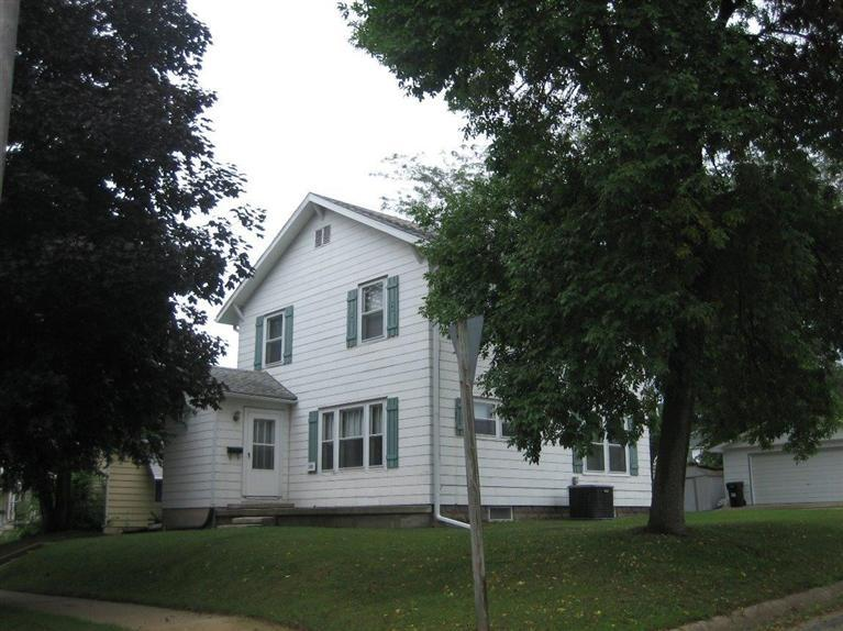 329 4th Ave SE, Oelwein, IA 50662