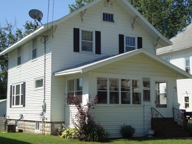 16 5th St NW, Oelwein, IA 50662