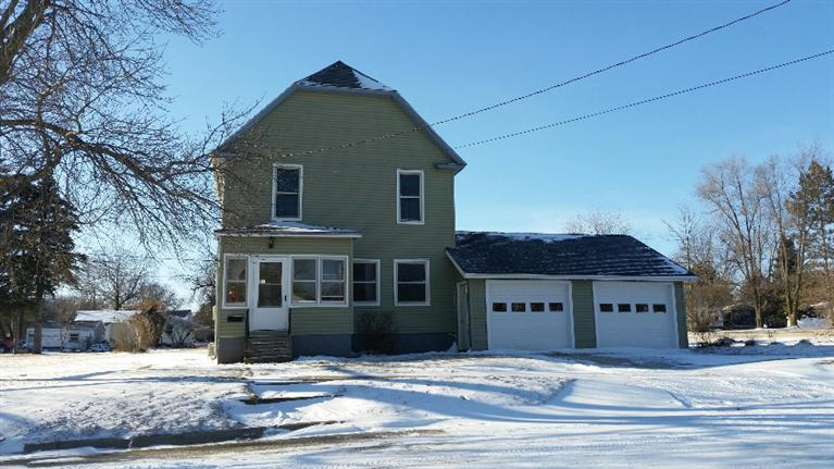 338 6th Ave SW, Oelwein, IA 50662