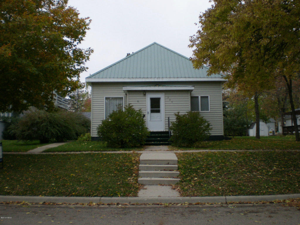 304 N Dakota St, Clark, SD 57225