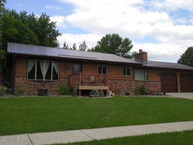 706 13th St NE, Watertown, SD 57201