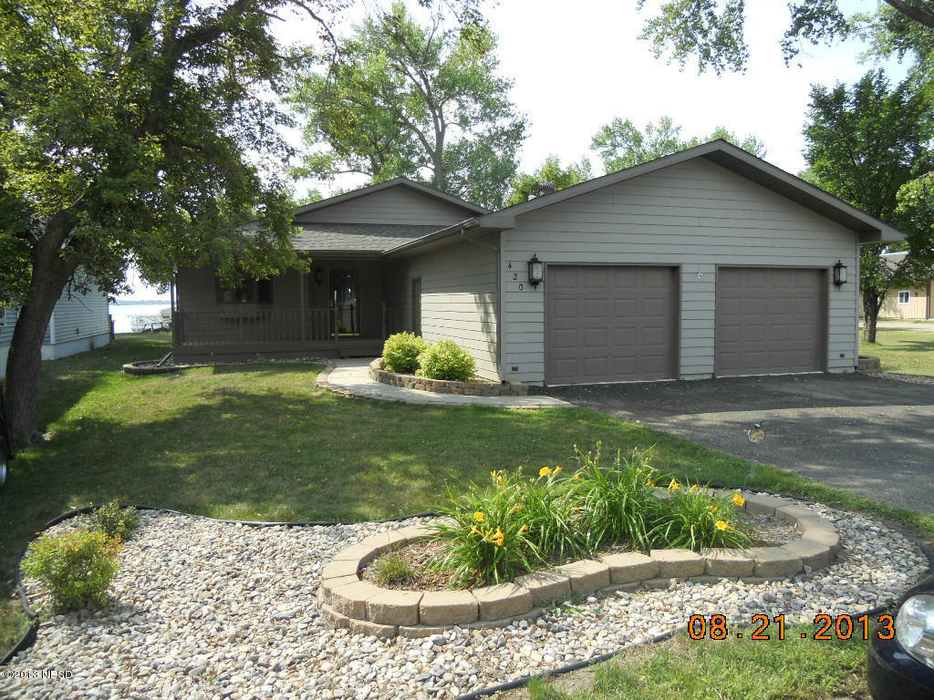 420 N Lake Dr, Watertown, SD 57201