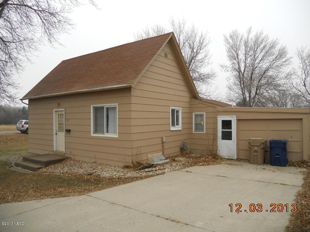 922 4th St NE, Watertown, SD 57201