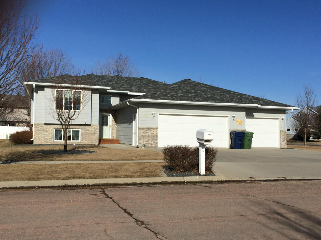 1127 18th St NE, Watertown, SD 57201