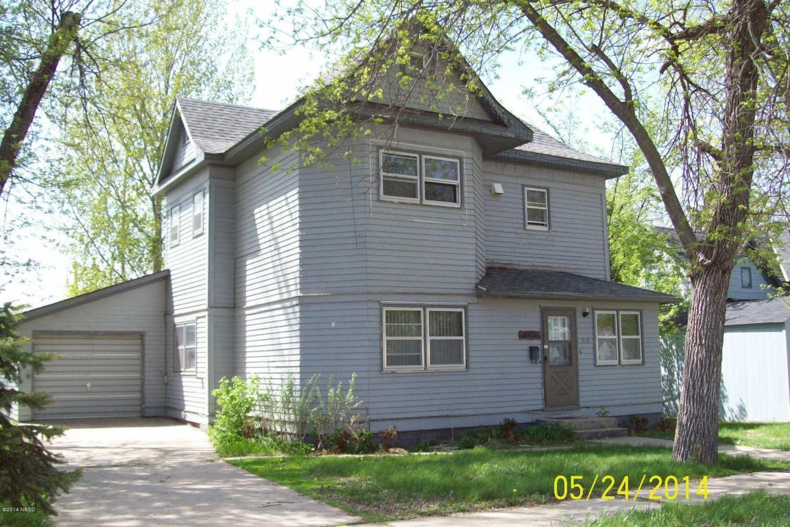 717 3rd St E, Webster, SD 57274