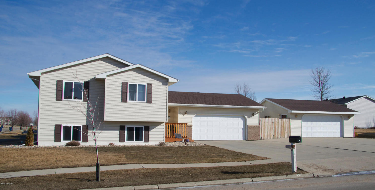 525 18th Ave NE, Watertown, SD 57201