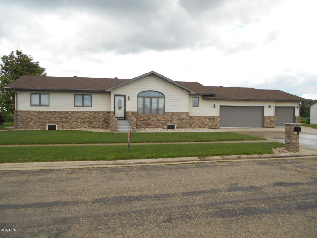 1812 Maple St N, Watertown, SD 57201