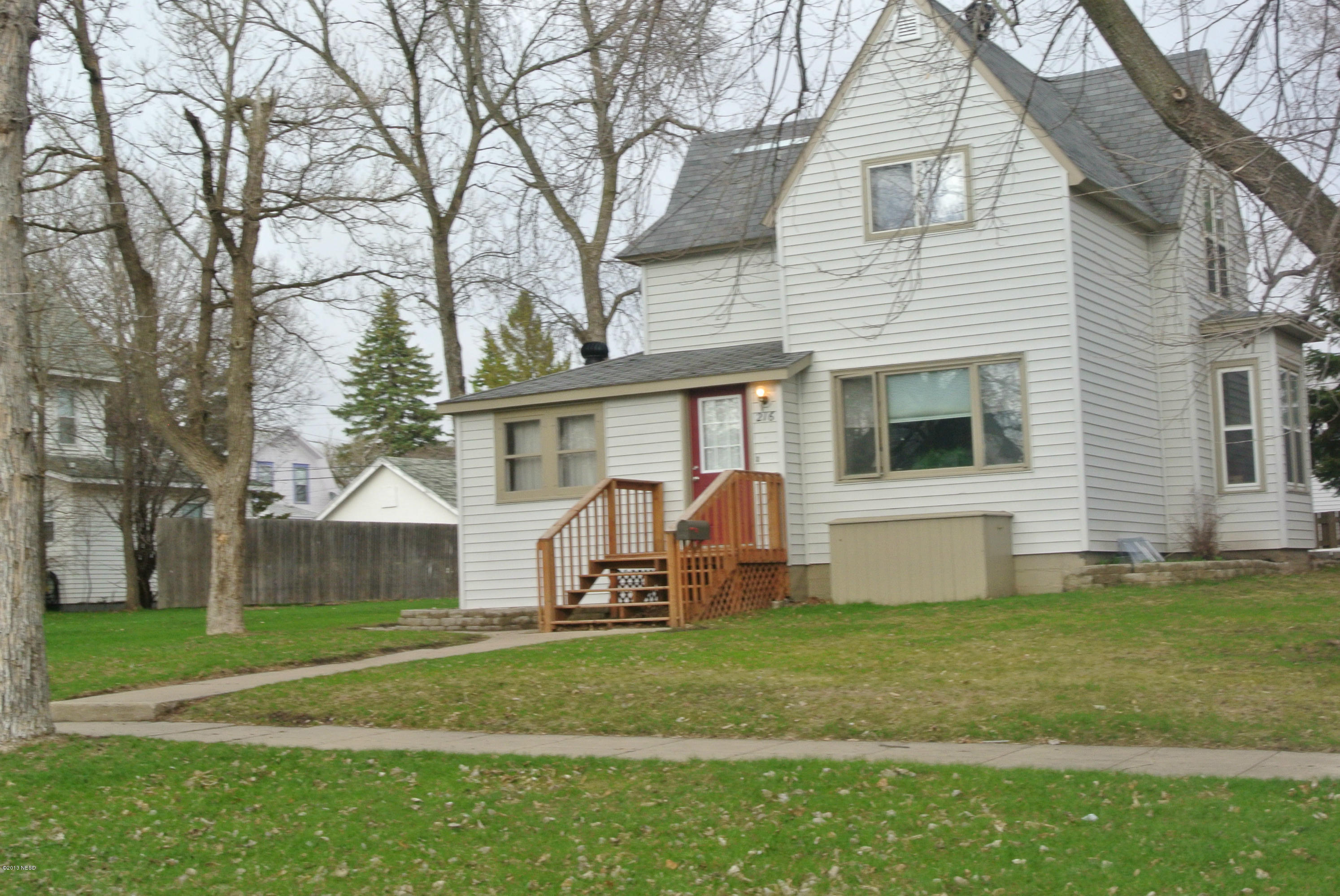 216 8th St SE, Watertown, SD 57201