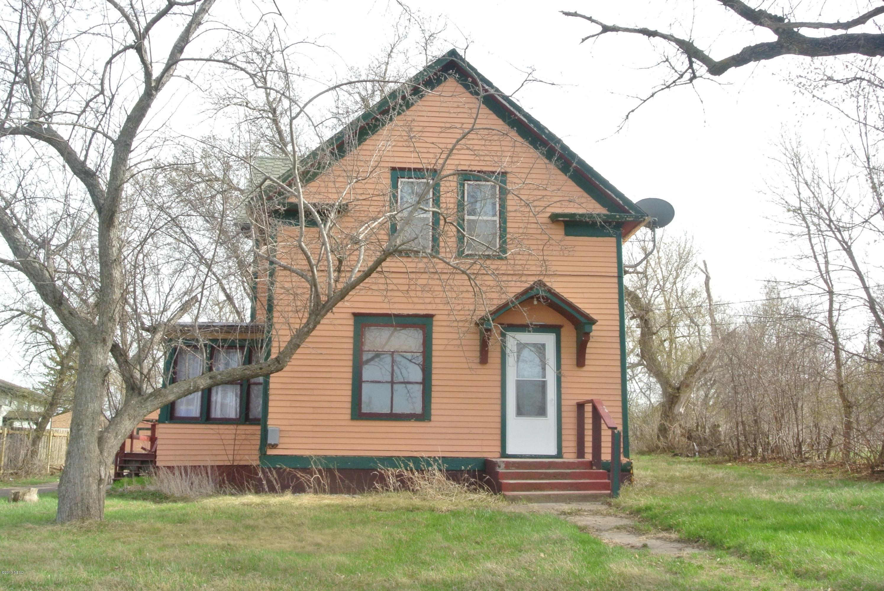 11 1st Ave W, Webster, SD 57274