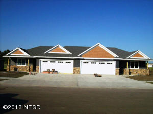 1739 Washington Dr NE, Watertown, SD 57201