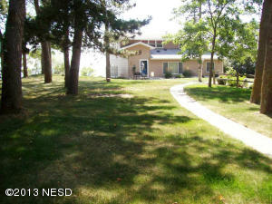 626 N Lake Dr, Watertown, SD 57201