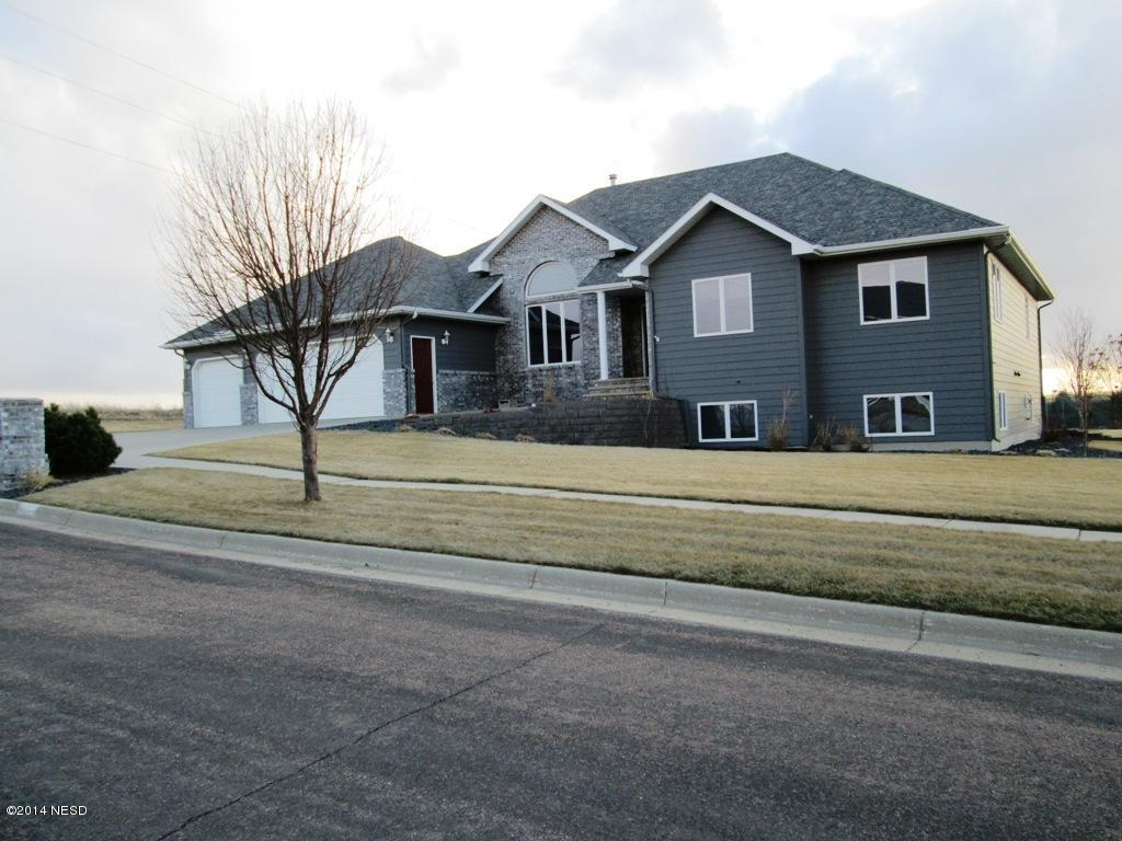 1923 Missouri Dr NW, Watertown, SD 57201